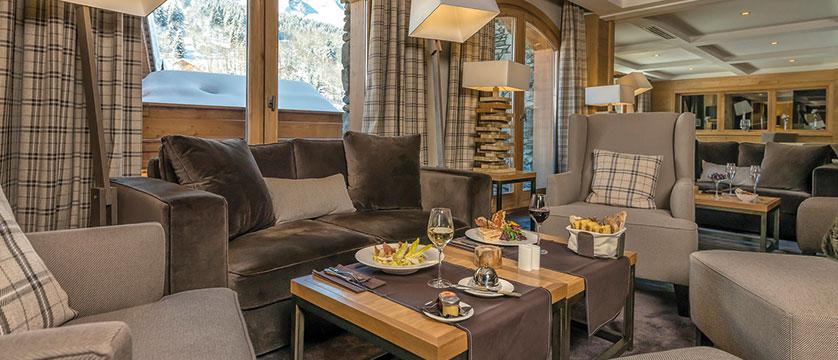 france_three-valleys-ski-area_meribel_hotel-kaila_bar.jpg
